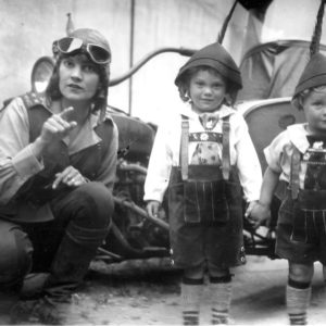 Aloha Wanderwell with her children